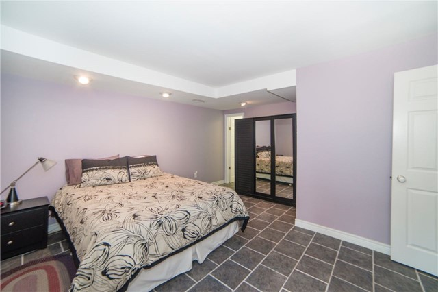 Detached at 2442 Thorn Lodge Dr, Mississauga, Ontario. Image 8