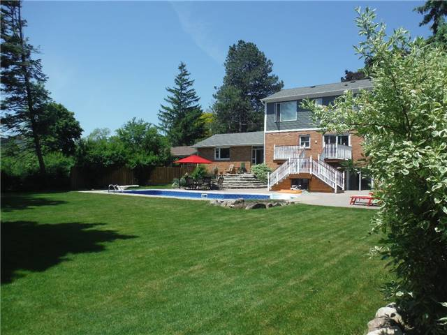 Detached at 2442 Thorn Lodge Dr, Mississauga, Ontario. Image 11