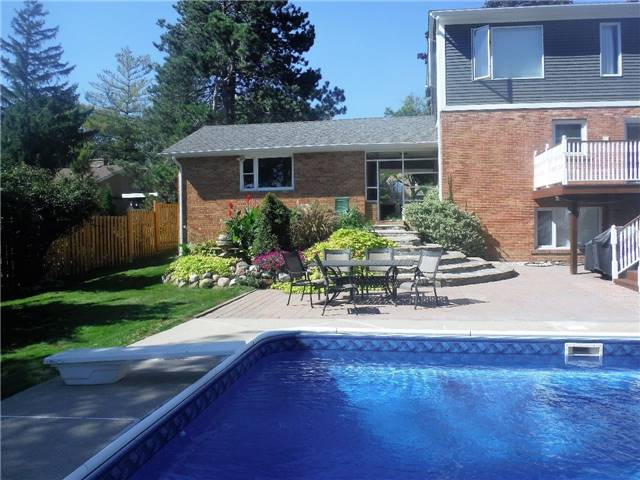 Detached at 2442 Thorn Lodge Dr, Mississauga, Ontario. Image 13