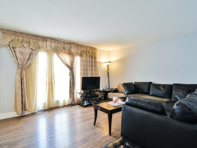 Semi-detached at 22 Lamont Pl, Brampton, Ontario. Image 16