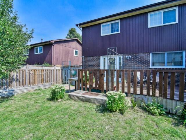 Semi-detached at 22 Lamont Pl, Brampton, Ontario. Image 13
