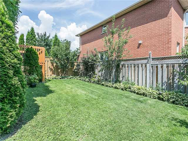 Detached at 3281 Loyalist Dr, Mississauga, Ontario. Image 13