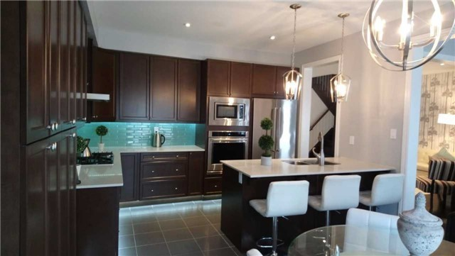 Detached at 1437 Laurier Ave, Milton, Ontario. Image 2