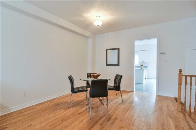 Semi-detached at 5458 Tenth Line, Mississauga, Ontario. Image 15