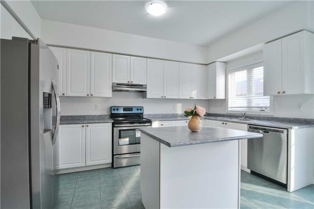 Semi-detached at 5458 Tenth Line, Mississauga, Ontario. Image 17