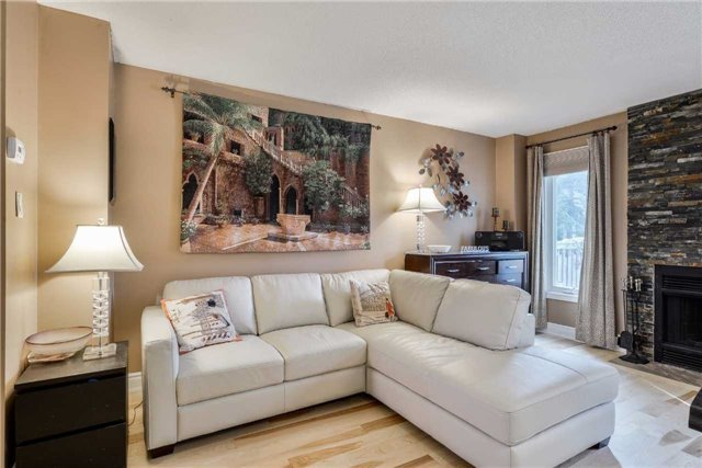 Condo Townhouse at 3100 Fifth Line, Unit 18, Mississauga, Ontario. Image 13
