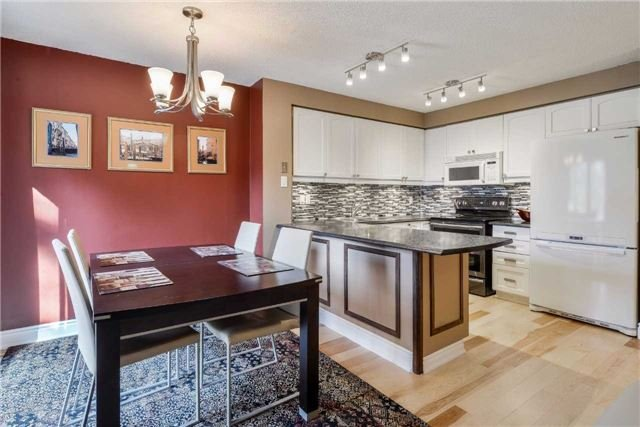 Condo Townhouse at 3100 Fifth Line, Unit 18, Mississauga, Ontario. Image 15