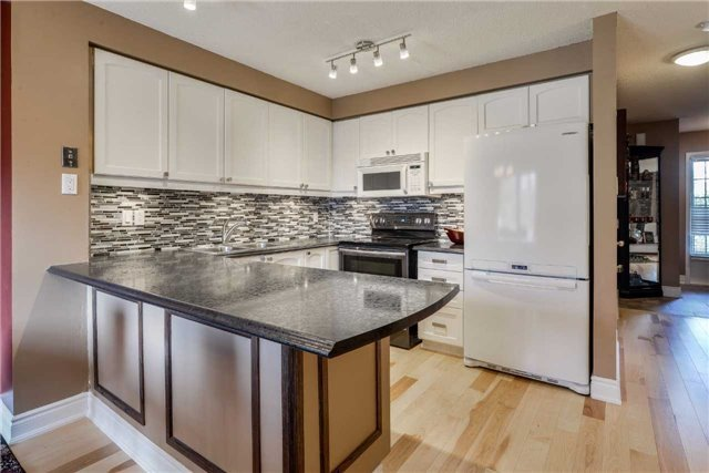Condo Townhouse at 3100 Fifth Line, Unit 18, Mississauga, Ontario. Image 17