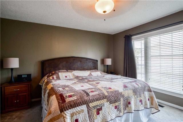 Condo Townhouse at 3100 Fifth Line, Unit 18, Mississauga, Ontario. Image 2