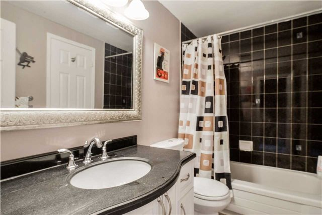 Condo Townhouse at 3100 Fifth Line, Unit 18, Mississauga, Ontario. Image 3