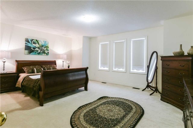 Detached at 3563 Steeple Chase Cres, Mississauga, Ontario. Image 3