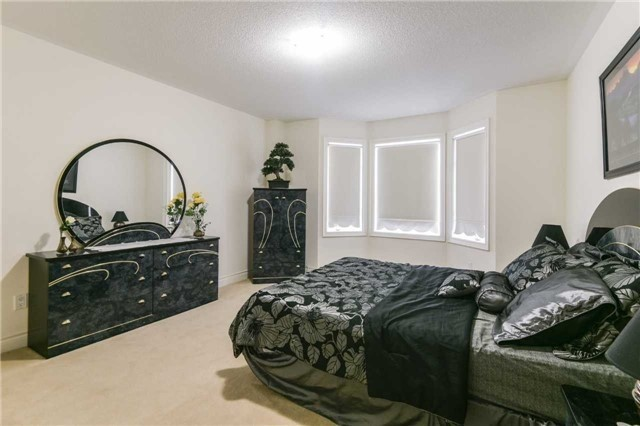 Detached at 3563 Steeple Chase Cres, Mississauga, Ontario. Image 5