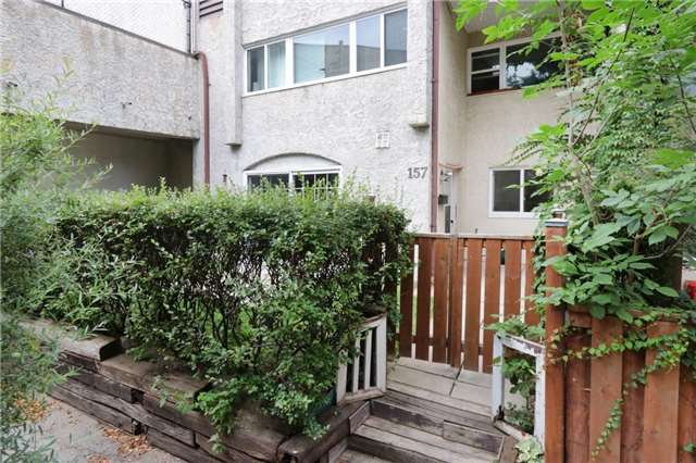 Condo Townhouse at 1055 Dundas St E, Unit 157, Mississauga, Ontario. Image 1