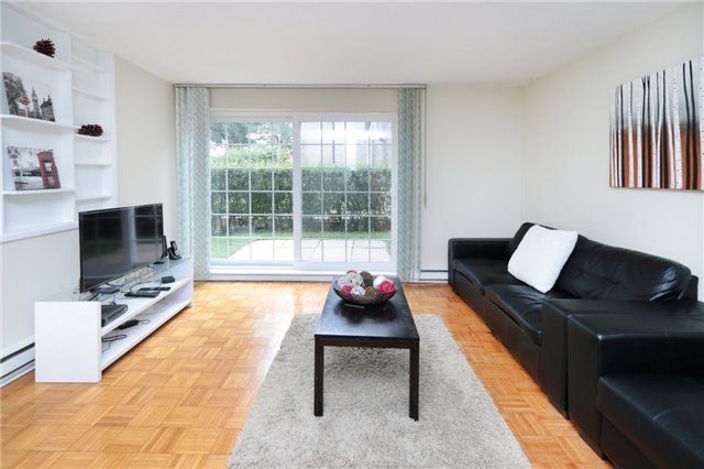 Condo Townhouse at 1055 Dundas St E, Unit 157, Mississauga, Ontario. Image 16