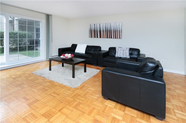 Condo Townhouse at 1055 Dundas St E, Unit 157, Mississauga, Ontario. Image 18