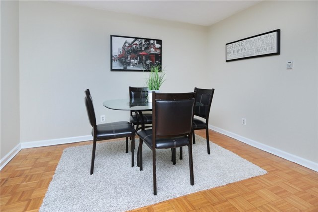 Condo Townhouse at 1055 Dundas St E, Unit 157, Mississauga, Ontario. Image 2