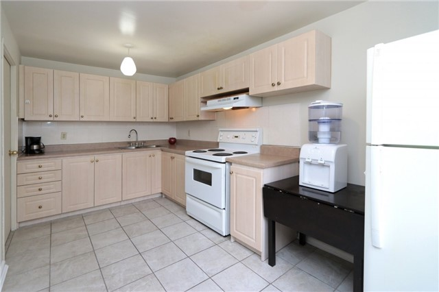 Condo Townhouse at 1055 Dundas St E, Unit 157, Mississauga, Ontario. Image 6