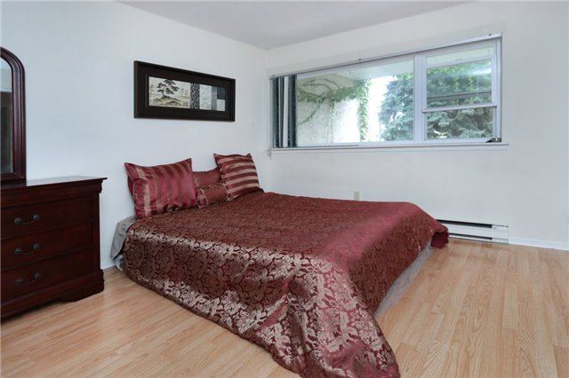 Condo Townhouse at 1055 Dundas St E, Unit 157, Mississauga, Ontario. Image 8