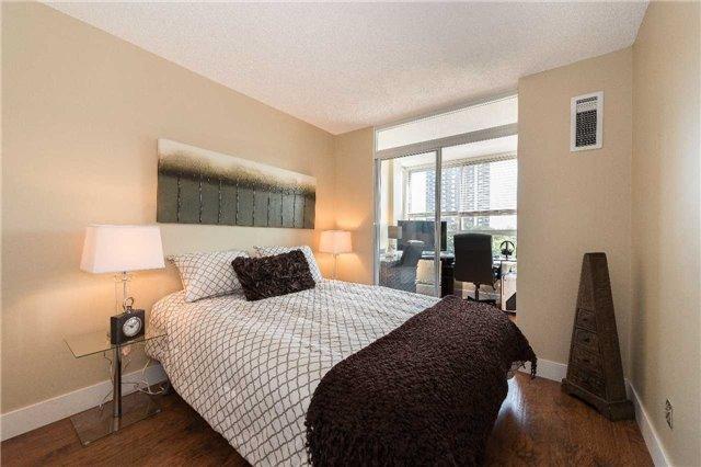 Condo Apartment at 1485 Lakeshore Rd E, Unit 301, Mississauga, Ontario. Image 2