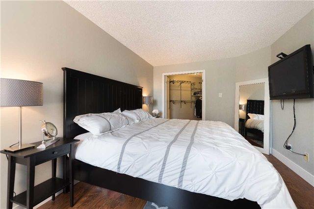 Condo Apartment at 1485 Lakeshore Rd E, Unit 301, Mississauga, Ontario. Image 4