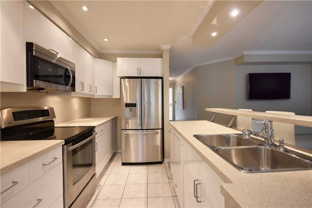 Condo Townhouse at 1064 Queen St W, Unit 12A, Mississauga, Ontario. Image 17