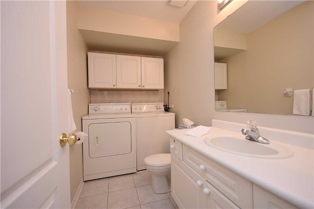 Condo Townhouse at 1064 Queen St W, Unit 12A, Mississauga, Ontario. Image 5