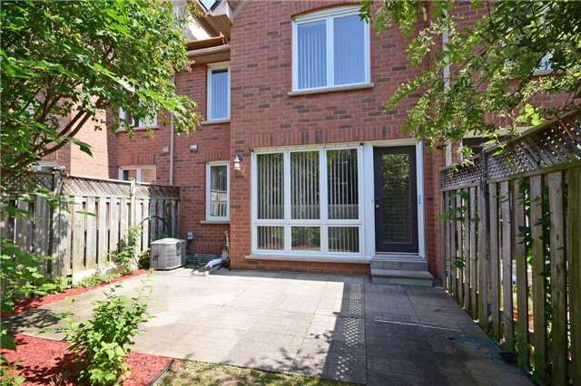 Condo Townhouse at 1064 Queen St W, Unit 12A, Mississauga, Ontario. Image 9