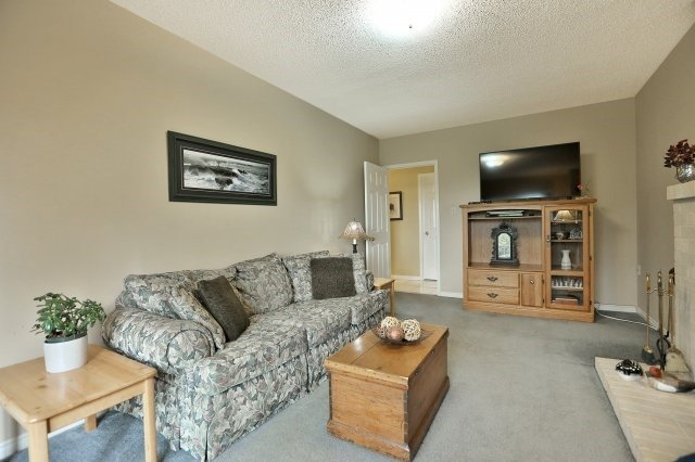 Detached at 467 Parklane Rd, Oakville, Ontario. Image 2