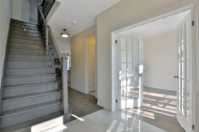 Semi-detached at 491 Sixteen Mile Dr, Oakville, Ontario. Image 14