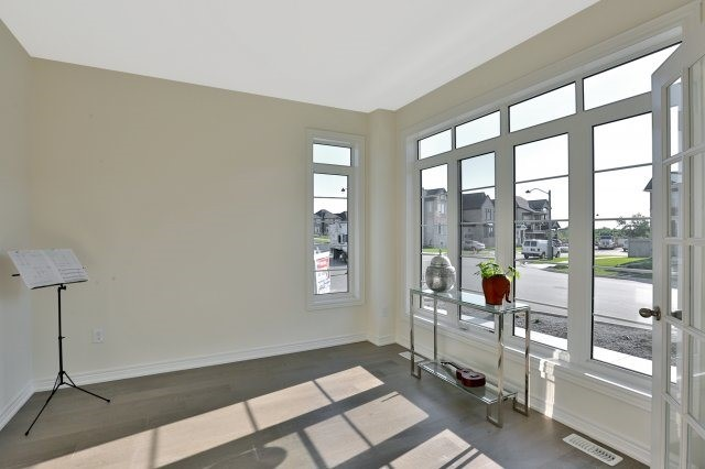 Semi-detached at 491 Sixteen Mile Dr, Oakville, Ontario. Image 15