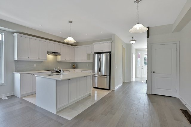 Semi-detached at 491 Sixteen Mile Dr, Oakville, Ontario. Image 16