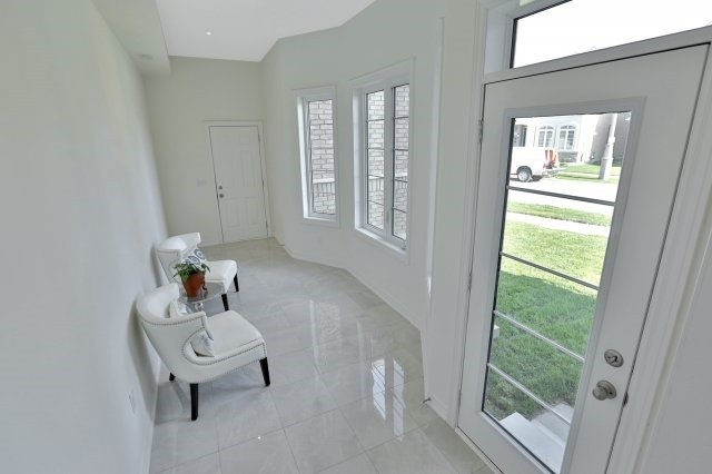 Semi-detached at 491 Sixteen Mile Dr, Oakville, Ontario. Image 3