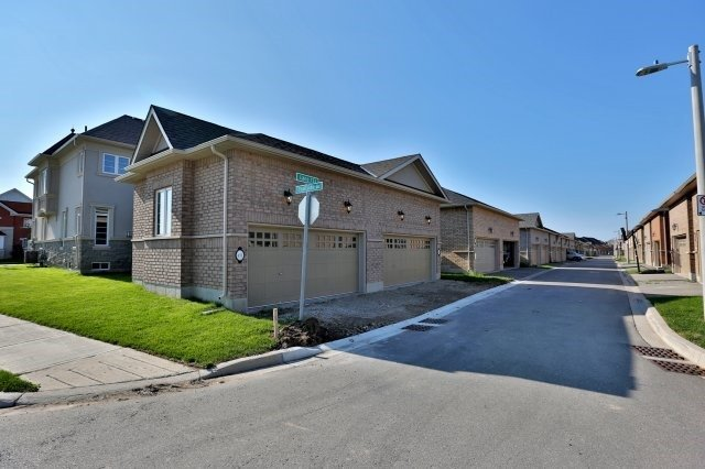Semi-detached at 491 Sixteen Mile Dr, Oakville, Ontario. Image 10