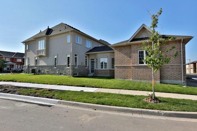 Semi-detached at 491 Sixteen Mile Dr, Oakville, Ontario. Image 11