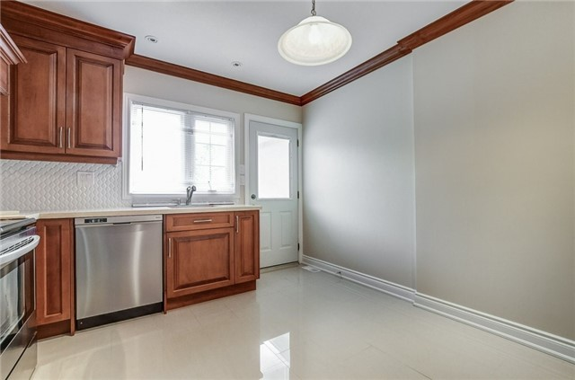 Detached at 130 Spears St, Toronto, Ontario. Image 15