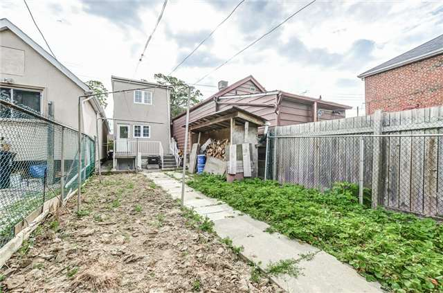 Detached at 130 Spears St, Toronto, Ontario. Image 8