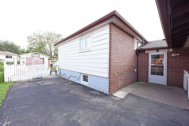 Detached at 3652 Dunrankin Dr, Mississauga, Ontario. Image 12