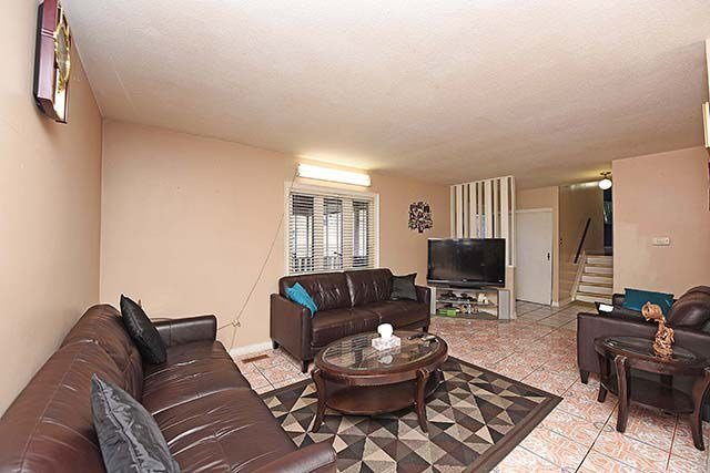 Detached at 3652 Dunrankin Dr, Mississauga, Ontario. Image 19