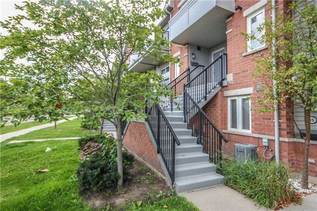 Condo Townhouse at 4620 Guildwood Way, Unit 17, Mississauga, Ontario. Image 12