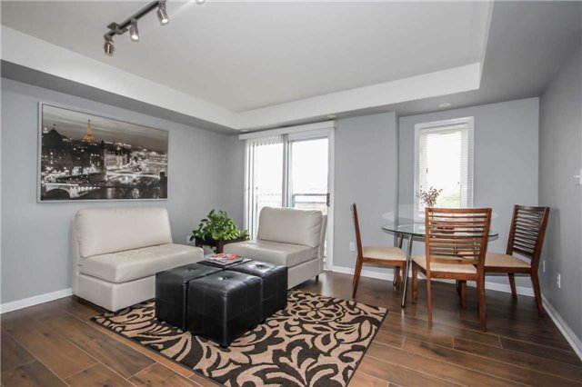 Condo Townhouse at 4620 Guildwood Way, Unit 17, Mississauga, Ontario. Image 13
