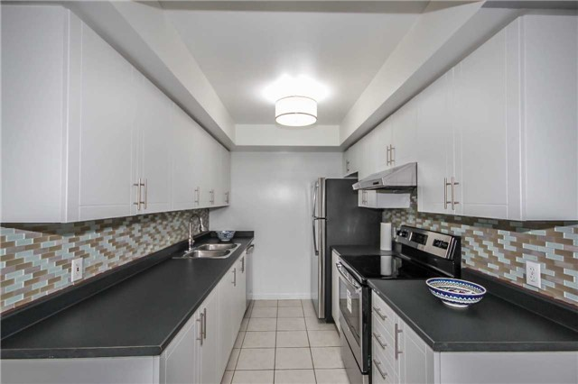 Condo Townhouse at 4620 Guildwood Way, Unit 17, Mississauga, Ontario. Image 18