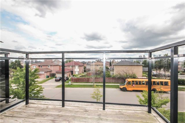 Condo Townhouse at 4620 Guildwood Way, Unit 17, Mississauga, Ontario. Image 5
