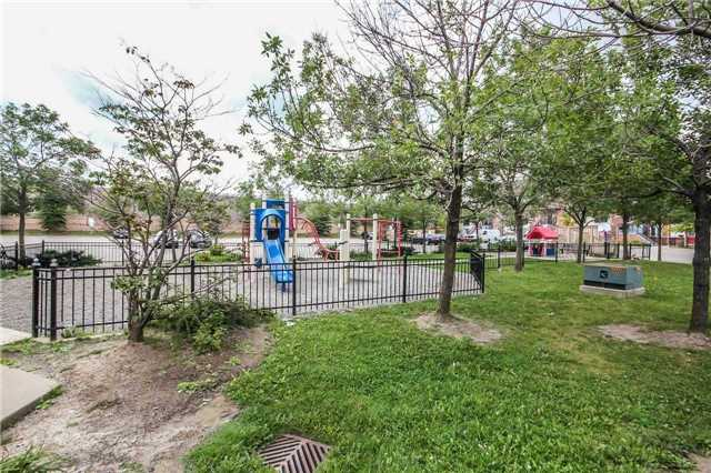 Condo Townhouse at 4620 Guildwood Way, Unit 17, Mississauga, Ontario. Image 11