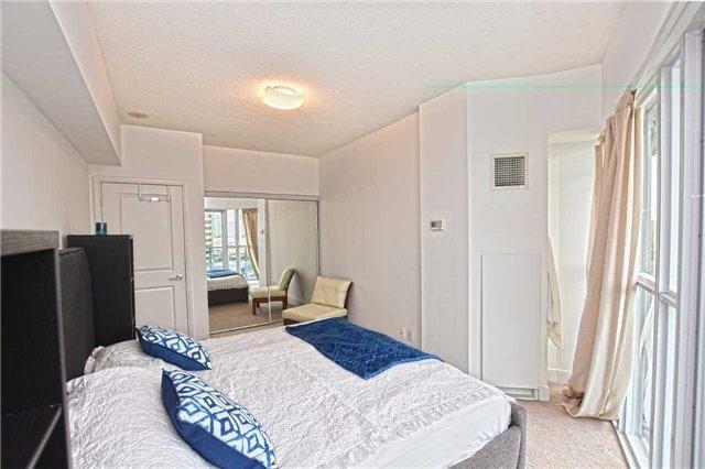 Condo Apartment at 60 Absolute Ave, Unit 1004, Mississauga, Ontario. Image 4