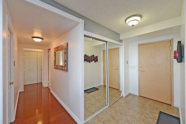 Condo Apartment at 55 Elm Dr W, Unit 1213, Mississauga, Ontario. Image 14