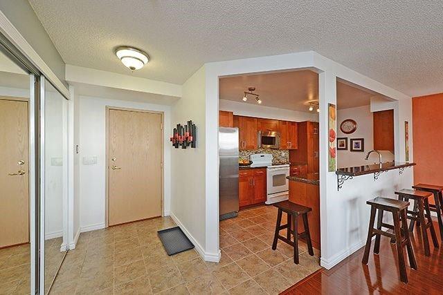 Condo Apartment at 55 Elm Dr W, Unit 1213, Mississauga, Ontario. Image 15