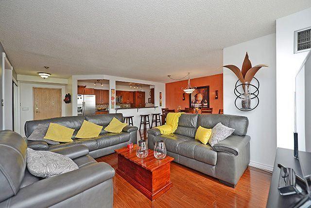 Condo Apartment at 55 Elm Dr W, Unit 1213, Mississauga, Ontario. Image 18