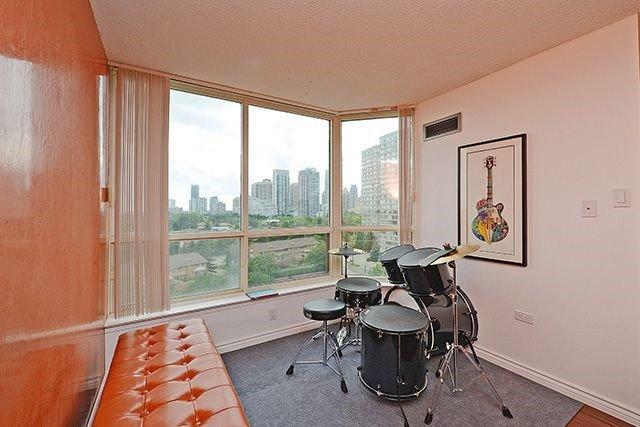 Condo Apartment at 55 Elm Dr W, Unit 1213, Mississauga, Ontario. Image 20
