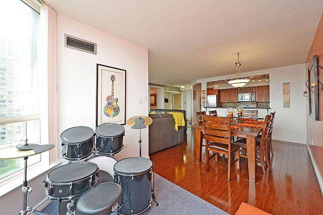 Condo Apartment at 55 Elm Dr W, Unit 1213, Mississauga, Ontario. Image 2