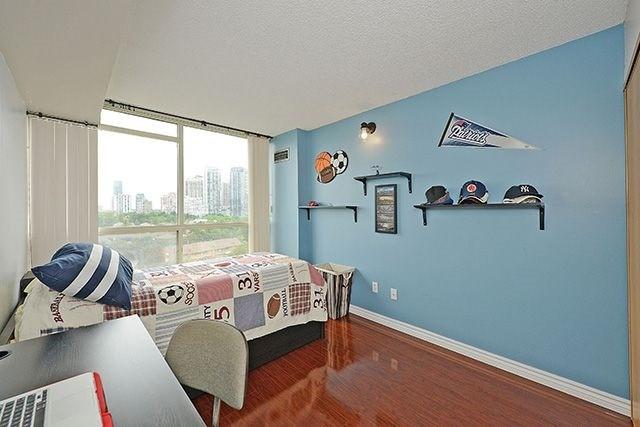 Condo Apartment at 55 Elm Dr W, Unit 1213, Mississauga, Ontario. Image 4